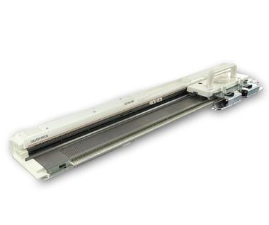 Вязальные машины Silver Reed SK 840  Электронная однофонтурная вязальная машина 5 класса, раппорт рисунка с использованием ПО Knitt Sryler не ограничен. Предназначена для вязания пряжи средней толщины. Изделия на этой машине можно получить различного ассо ИП Евдокимов И.А.
